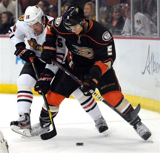 Selanne, Hiller lead Ducks past Blackhawks 3-1