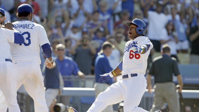Yasiel Puig homers in 11th, Dodgers beat Reds 1-0