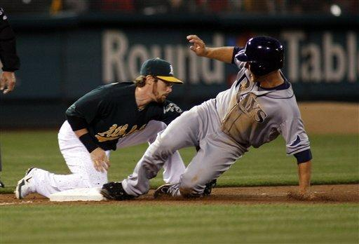 Shields goes distance in Rays' 8-0 win