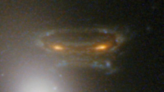 'Space Invader' Galaxy Captured by Hubble Telescope (Photos)