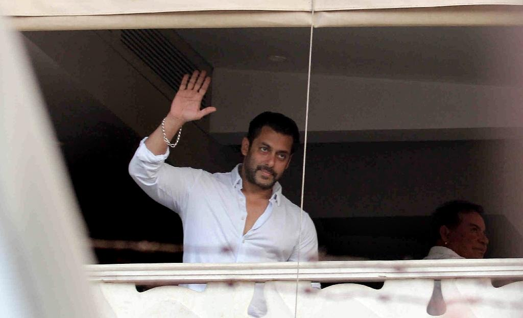 Bailed Bollywood star Khan allowed to leave India: reports