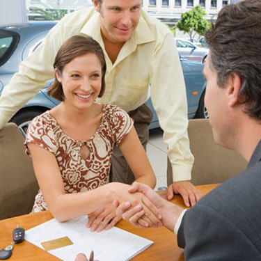 Couple-purchasing-new-car_web