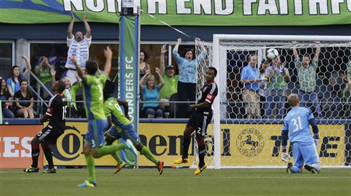 Martins leads Sounders past D.C. United 2-0