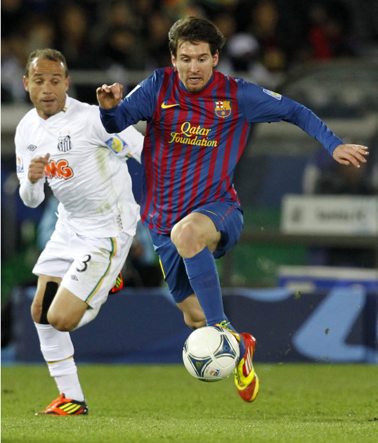 Spain's FC Barcelona midfielder Lionel Messi, right, dribbles past Brazil's Santos FC defender Leo during the final at the Club World Cup soccer tournament in Yokohama, near Tokyo, Japan, Sunday, Dec.