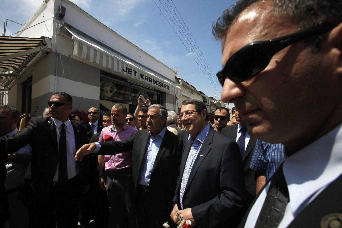 Cyprus' rival leaders take stroll through divided capital