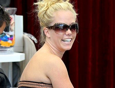 pst Kendra Wilkinson Shopping