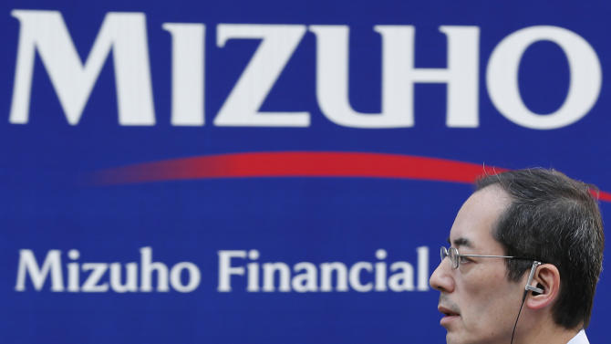 Mizuho chairman, others resign over mob loans