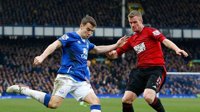 West Bromwich Albion's midfielder Chris Brunt (R) vies with Everton's defender Seamus Coleman during the English Premier League match at Goodison Park in Liverpool on February 13, 2016