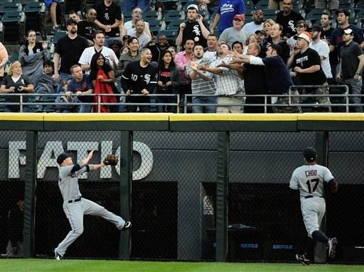 Dunn homers, White Sox pound Indians 9-3