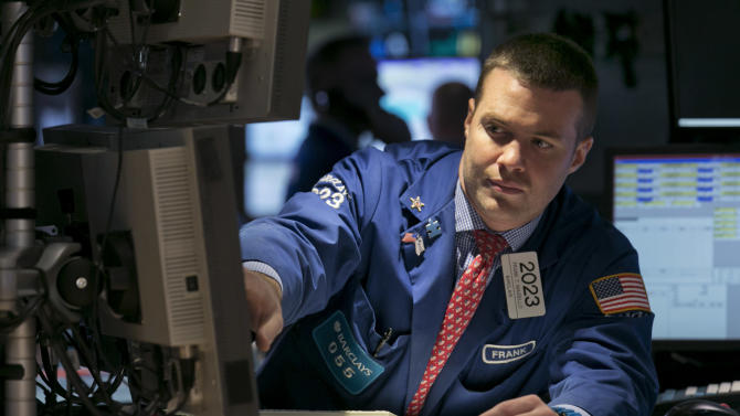 US stocks edge lower in early trading