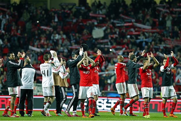 Benfica's players acknowledge supporters at the end of the Portuguese league soccer match between Benfica and Porto at Benfica's Luz stadium in Lisbon, Sunday, Jan. 12, 2014. Ezequiel Garay, l