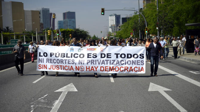 """Justice officials protest against austerity measures in Barcelona, Spain, Tuesday, June 11, 2013. Spain has been in recession for most of the past four years and has a record 27.2 percent unemployment rate. The percentage is twice that high for Spaniards under 25 years old. The banner reads in Spanish: """"The public is for all. No cuts and privatization. Without justice there is not democracy"""". (AP Photo/Manu Fernandez)"""