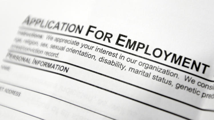 US jobless aid applications rise to 302,000