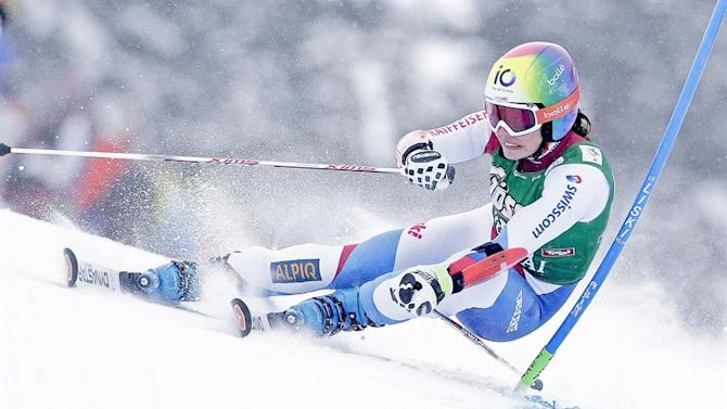 APA21791130. Kuehtai (Austria), 28/12/2014.- Dominique Gisin of Switzerland in action during the first run of the women's Giant Slalom race of the FIS Alpine Ski World Cup season in Kuehtai, Austria, 28 December 2014. (Suiza) EFE/EPA/GEORG HOCHMUTH