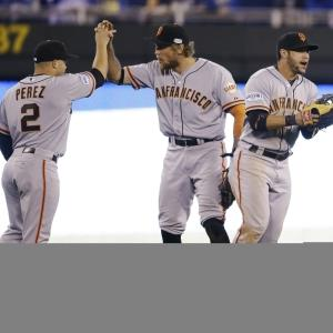 Giants Club Royals, Take 1-0 World Series Lead