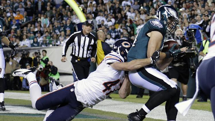 Philadelphia Eagles' Riley Cooper, right, pulls in a touchdown pass against Chicago Bears' Chris Conte during the first half of an NFL football game, Sunday, Dec. 22, 2013, in Philadelphia