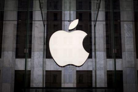 Apple shows ambition to get into self-driving car race
