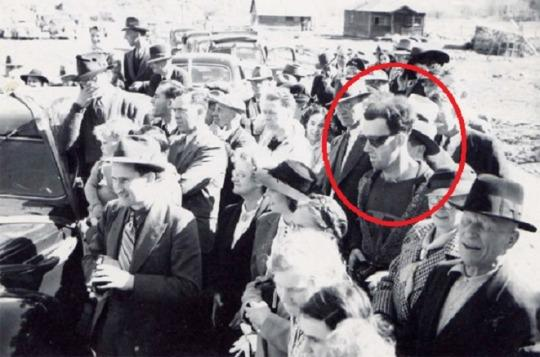 5 Pictures And Videos Which 'Prove' Time Travel Exists