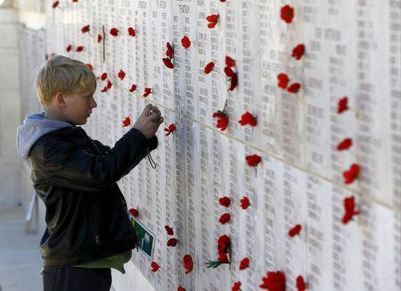Thousands gather to remember the fallen at Gallipoli centenary