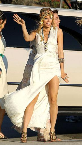 See AnnaLynne McCord's Sexy Grecian Look on 90210 Set
