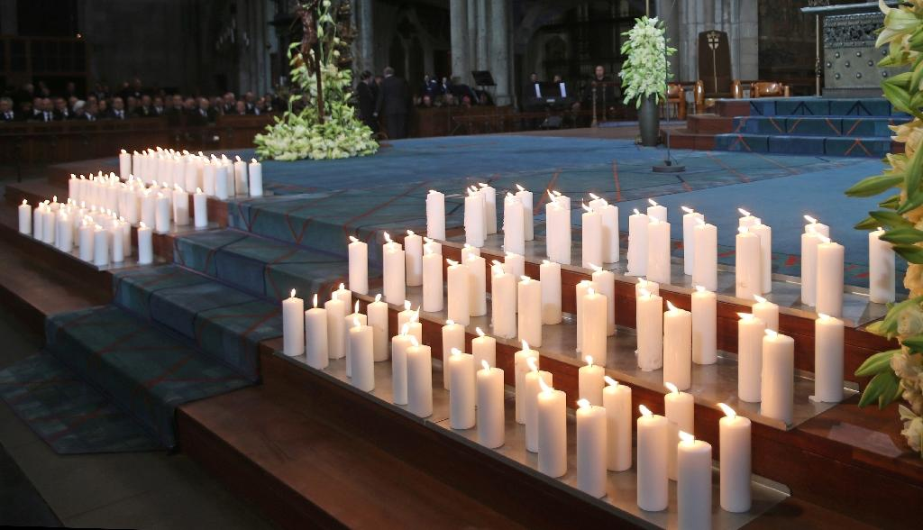 Mourners join memorial service for Germanwings crash victims