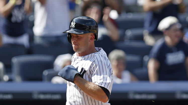 New York Yankees Brett Gardner scores on Carlos Beltran's RBI single in a baseball game against the Toronto Blue Jays at Yankee Stadium in New York, Sunday, July 27, 2014. (AP Photo/Kathy Willens)