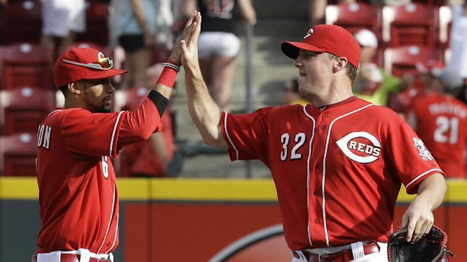 Reds hold onto big lead for 11-1 win over Jays