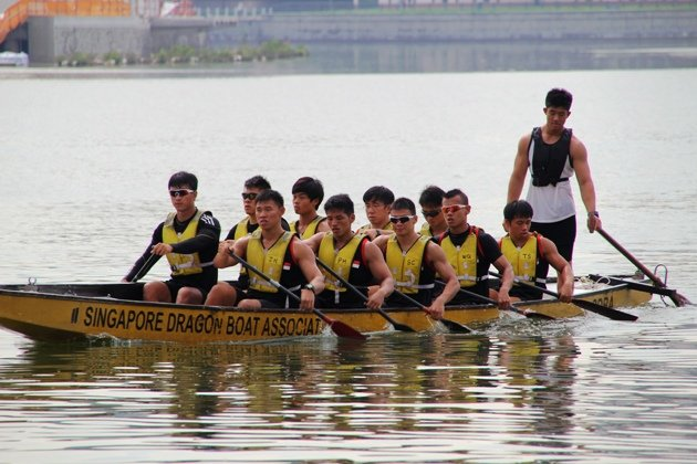 Singapore's national dragon boat men training at Kallang. (Yahoo Photo)