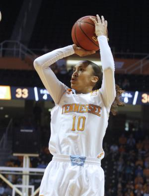 No. 10 Lady Vols knock off Arkansas 70-60