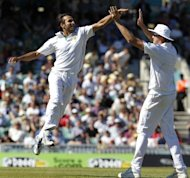 Imran Tahir (left) celebrates with Morne Morkel after taking the wicket of England&#39;s James Anderson for 4 runs to give South Africa victory over England by an innings and 12 runs at the Oval