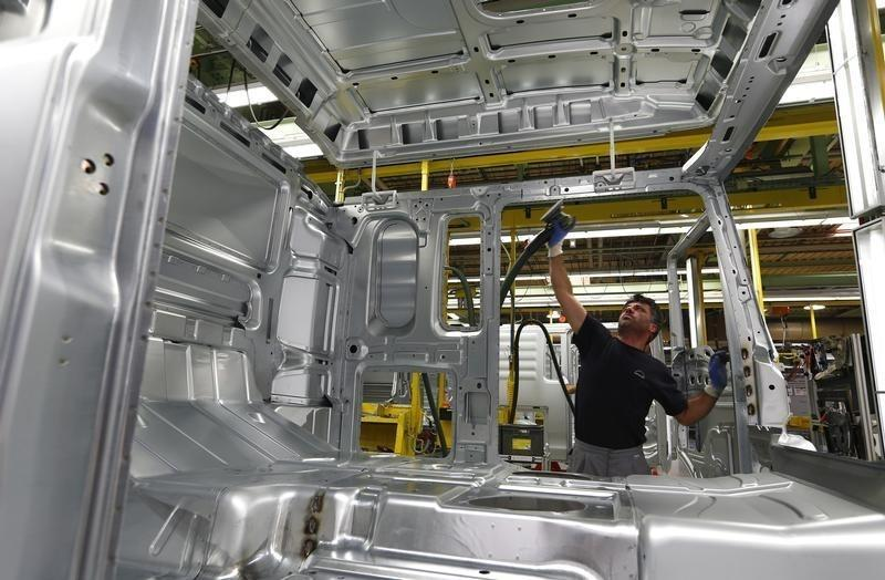German July industry orders fall on weak foreign demand