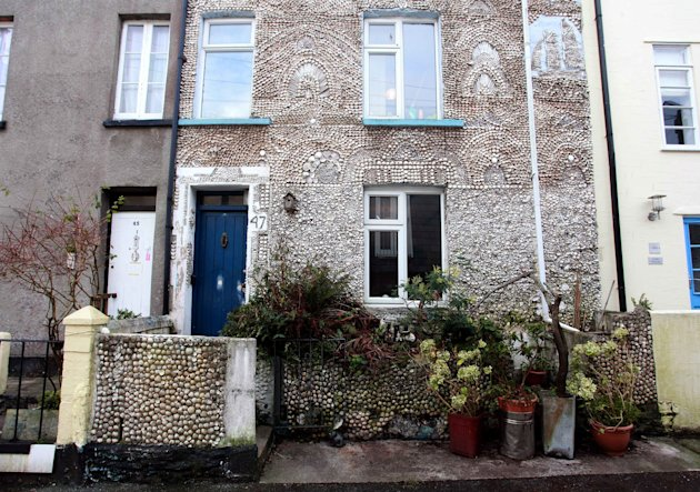 The property in Dartmouth, Devon has been plastered inside and out with tens of thousands of seashells (SWNS)
