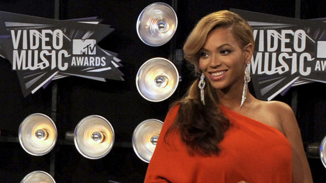 Beyonce arrives at the MTV Video Music Awards on Sunday, Aug. 28, 2011, in Los Angeles. (AP Photo/Chris Pizzello)