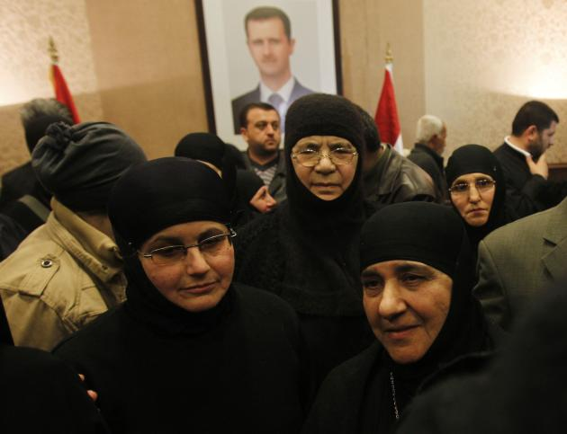 Nuns, who were freed after being held by rebels for over three months, arrive at the Syrian border with Lebanon