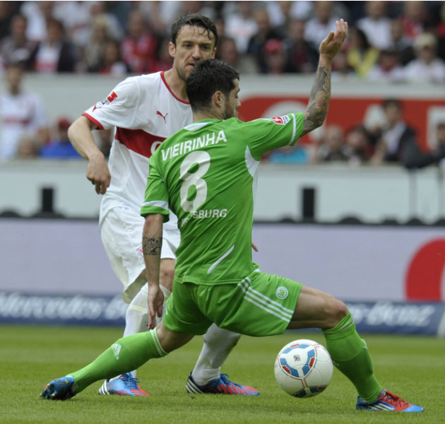 Stuttgart's Midfielder Christian Gentner (L) And Wolfsburg's Portuguese Forward Vieirinha Vie For The Ball With    AFP/Getty Images