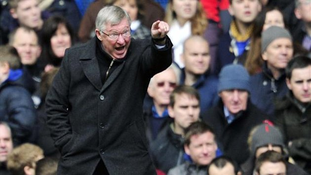 UNITED KINGDOM, London : Manchester United's Scottish manager Sir Alex Ferguson gestures to his players during their English FA Cup quarter final replay football match against Chelsea at Stamford Bridge in London, England on April 1, 2013 (AFP