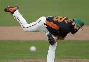 Lincecum overcomes 5 extra-base hits as Giants win