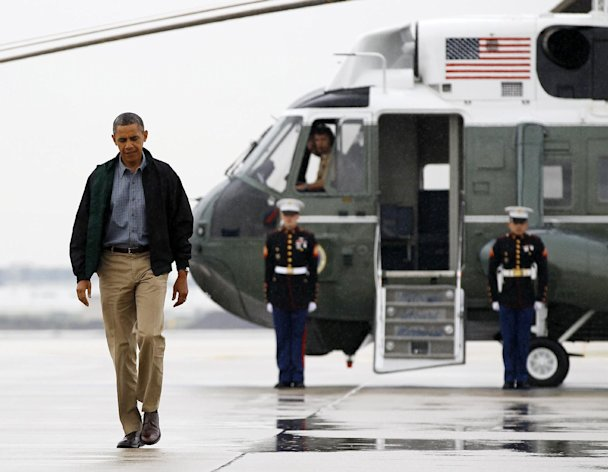 President Barack Obama walks from Marine One to board Air Force One at O&#39;Hare International Airport in Chicago, Monday, Aug. 13, 2012 en route to Offutt Air Force Base in Bellevue, Neb., and onto a three day campaign bus tour through Iowa. (AP Photo/Carolyn Kaster)