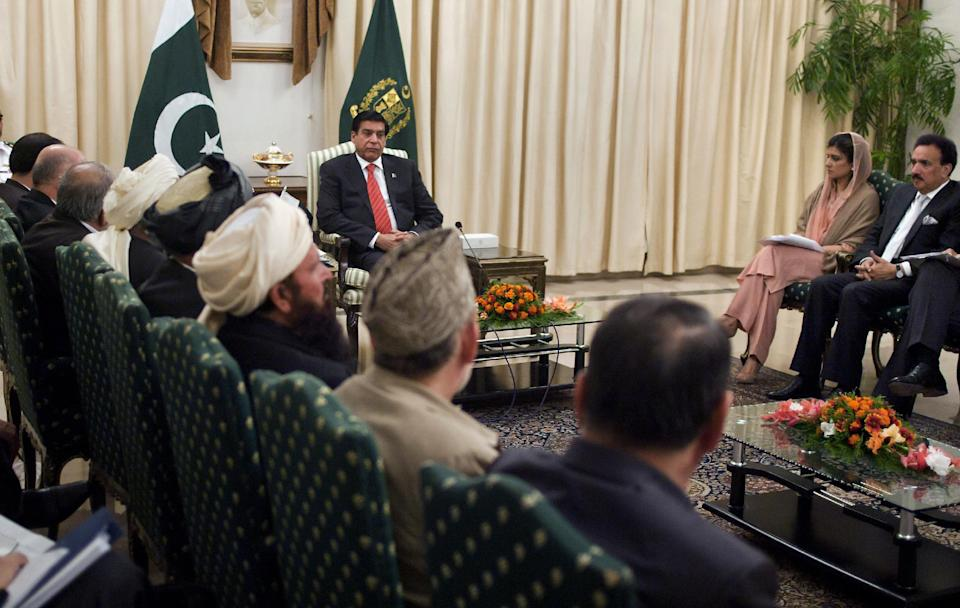 Pakistan's Prime Minister Raja Pervaiz Ashraf, center left, meets with the members of the delegation of Afghanistan's High Peace Council in Islamabad, Pakistan, Monday, Nov. 12, 2012. (AP Photo/Anjum Naveed)