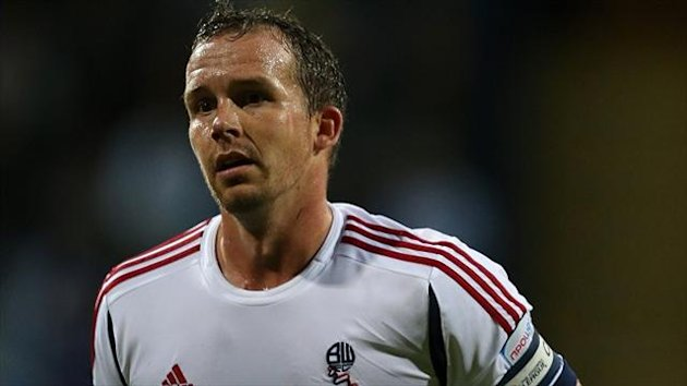 Former Bolton striker Kevin Davies has opted to drop down into League One after joining Preston