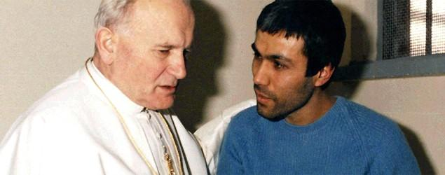 Man who shot at Pope John Paul II visits his tomb