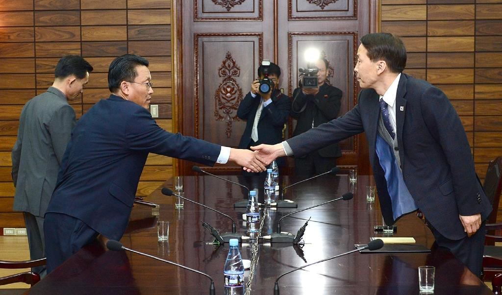 Koreas agree to high-level dialogue next month