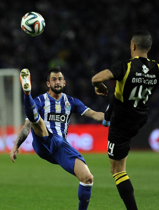 FC Porto's Steven Defour, left, from Belgium challenges Arouca's Diego Queiroz, from Brazil, in a Portuguese League soccer match at the Dragao stadium, in Porto, Portugal, Sunday March 9, 2014