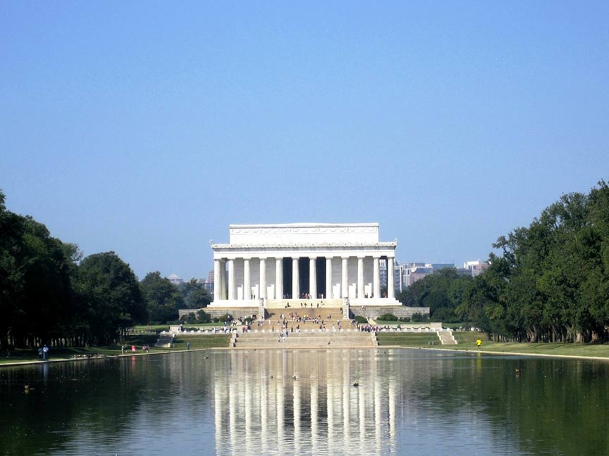 Lincoln Memorial and Reflecting Pool is among the top U.S. landmarks, according to the 2014 TripAdvisor Travelers' Choice awards for Attractions. (A...