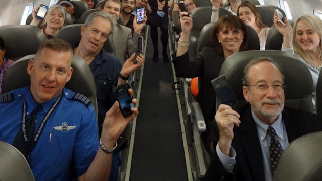 JetBlue and Delta Now Let Passengers Use Gadgets During Takeoff and Landing (ABC News)