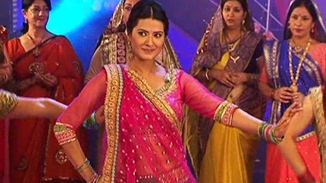 Punar Vivah: Artis dance