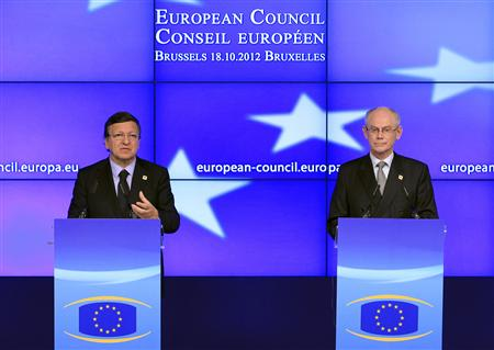 European Commission President Jose Manuel Barroso (L) and European Council President Herman Van Rompuy hold a news conference at the end of the first session of a two-day European Union (EU) leaders summit in Brussels October 19, 2012. EU leaders met in Brussels for talks intended to try to bridge deep differences over plans for a banking union. REUTERS/Yves Herman