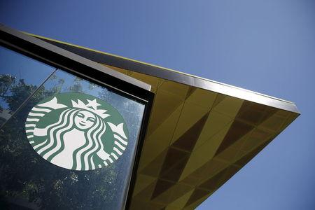 Starbucks U.S. cafes debuting new smoothies, kale optional