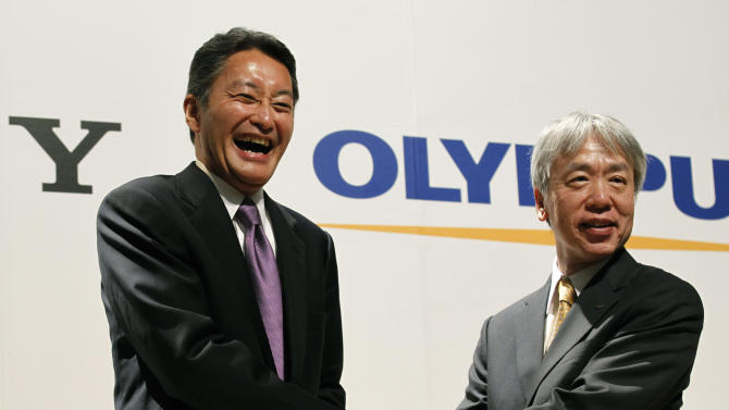 Sony Corp. President and Chief Executive Officer Kazuo Hirai, left, shakes hands with President of Olympus Corp. Hiroyuki Sasa, during a press conference in Tokyo, Monday, Oct. 1, 2012.  Sony's new alliance with scandal-tarnished Olympus will produce endoscopes and other surgical tools packed with the Japanese electronics and entertainment maker's three-dimensional imagery and super-clear display technology called 4K.  (AP Photo/Koji Sasahara)