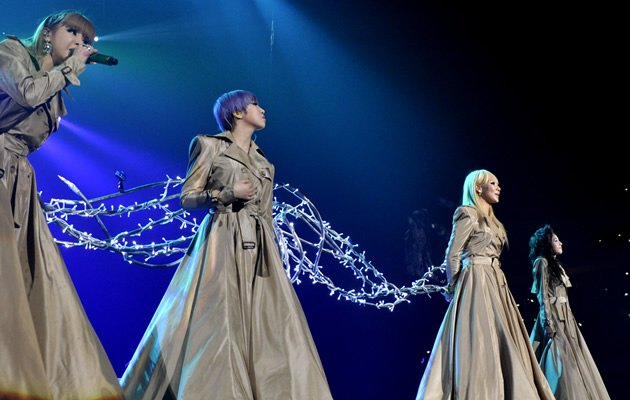 The four girls donned silvery gowns for their ballads (Launch Entertainment)